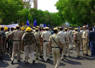 Photo: Twitter @Sadhavi__ - Strike in India (Bharat Bandh) Against Supreme Court Verdict On SC/ST Act.